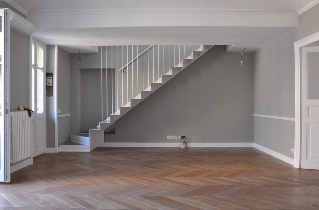 Casa su due piani con sottotetto nel centro di torino for Moderni piani di casa eco