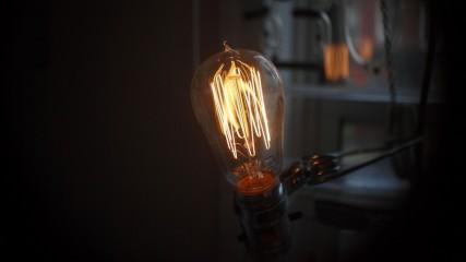 02_light_bulbs