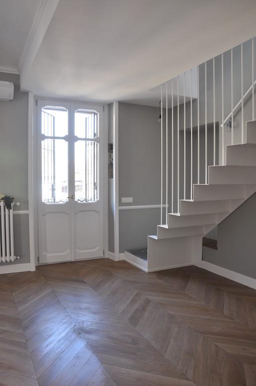 Casa su due piani con sottotetto nel centro di torino for Piani di casa con 3 master suite
