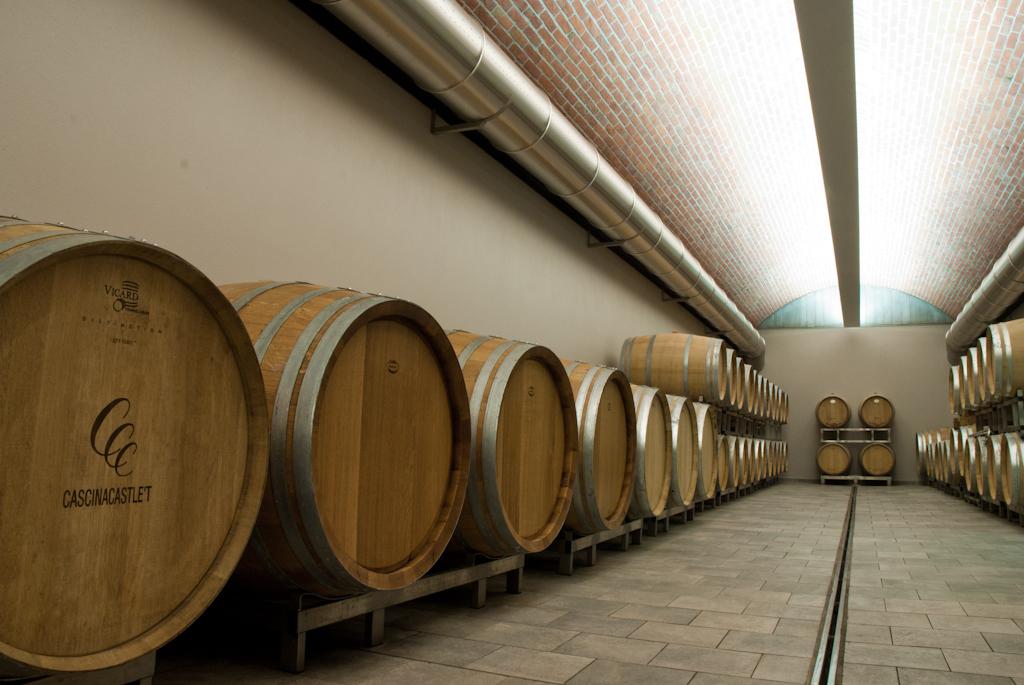 con3studio-architetti-torino-ristrutturazione-azienda-vinicola-cascina-castlet-cantina